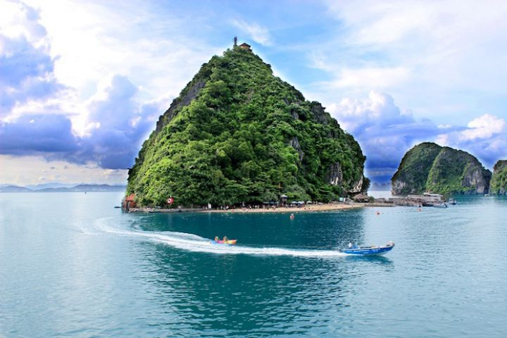 Ha Long Bay - Bai Tu Long Bay - Private Tour